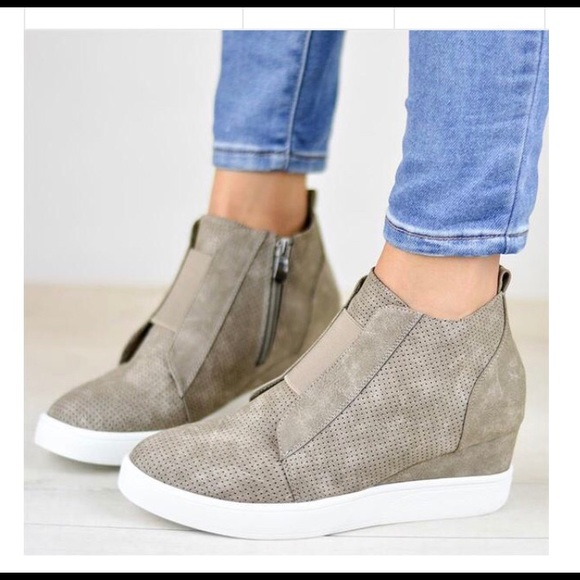 New Never Worn Taupe Wedge Sneakers